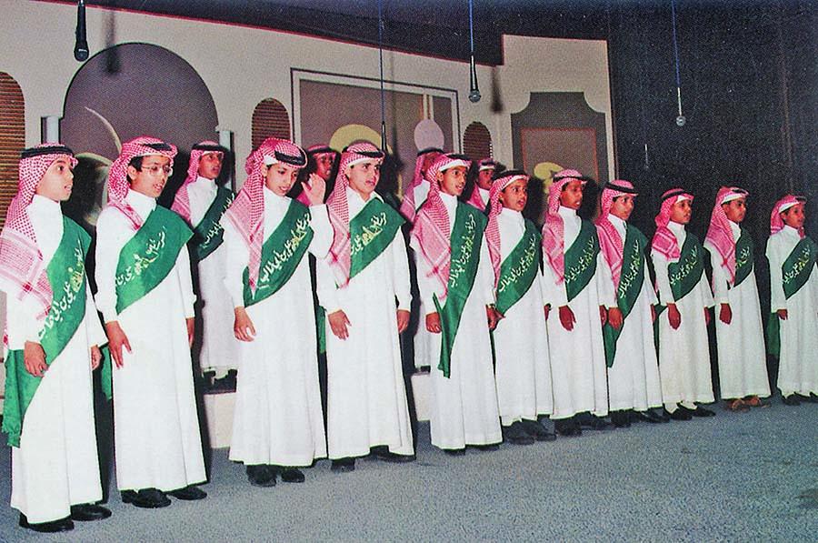 الملك فهد يأمر بترديد السلام الملكي في المدارس