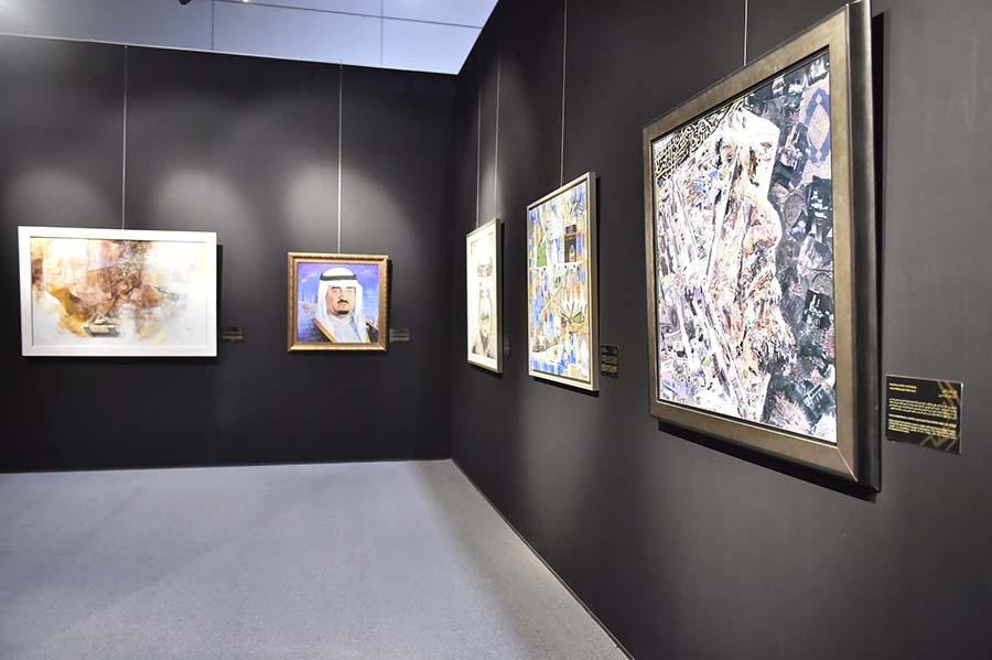 بالألوان لوحات الفنانين تجسد إنجازات الملك فهد