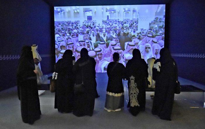 المعرض يهزم الغبار ويشهد حضور عائلي مميز