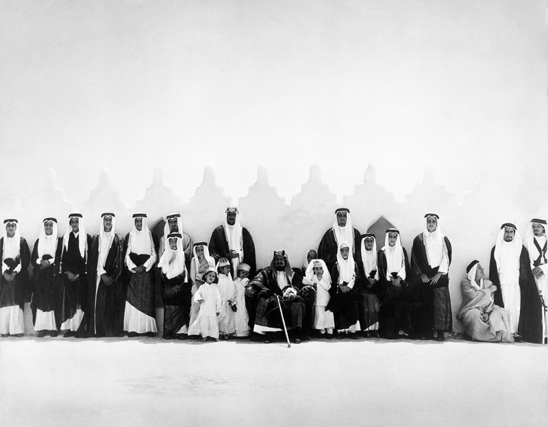 الملك فهد ووالد وإخوانه