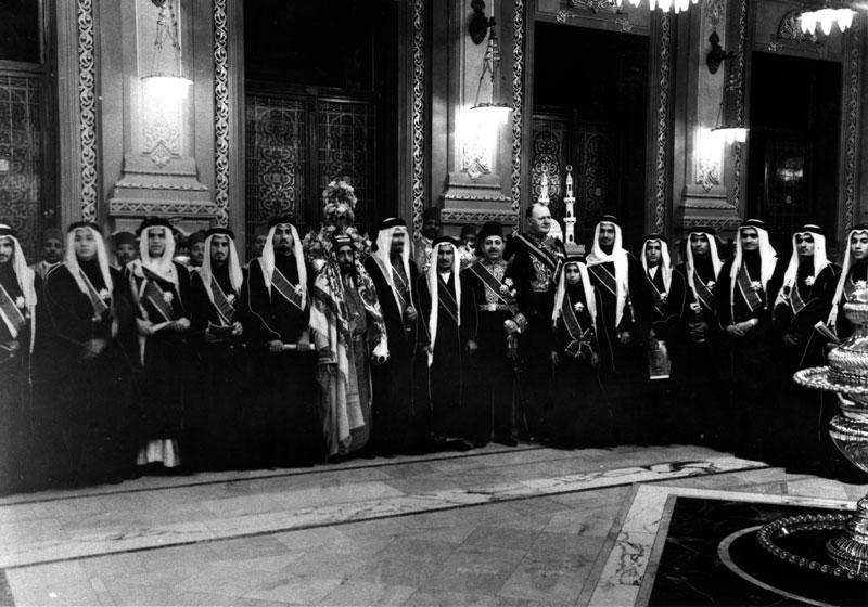 الملك فهد يتقلد نيشان النيل