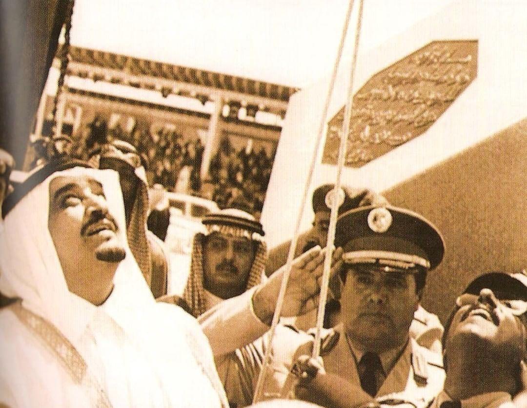 كان ولا يزال أمن الوطن خطاً أحمراً. الفهد رحمه الله في افتتاح مدينة الملك خالد العسكرية.