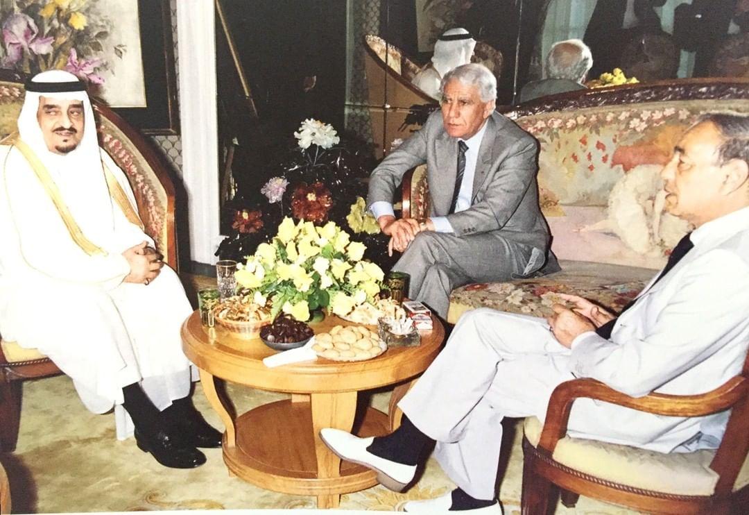 الفهد خلال اجتماعه في المغرب مع الملك المغربي الحسن الثاني والرئيس الجزائري الشاذلي بن جديد ضمن مساعيه لتحقيق المصالح بين البلدين الشقيقين عام 1988م.