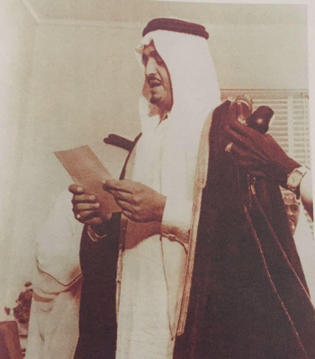 الفهد يؤدي القسم أمام الملك سعود في التشكيل الوزاري الجديد عام 1377هـ / 1958 م