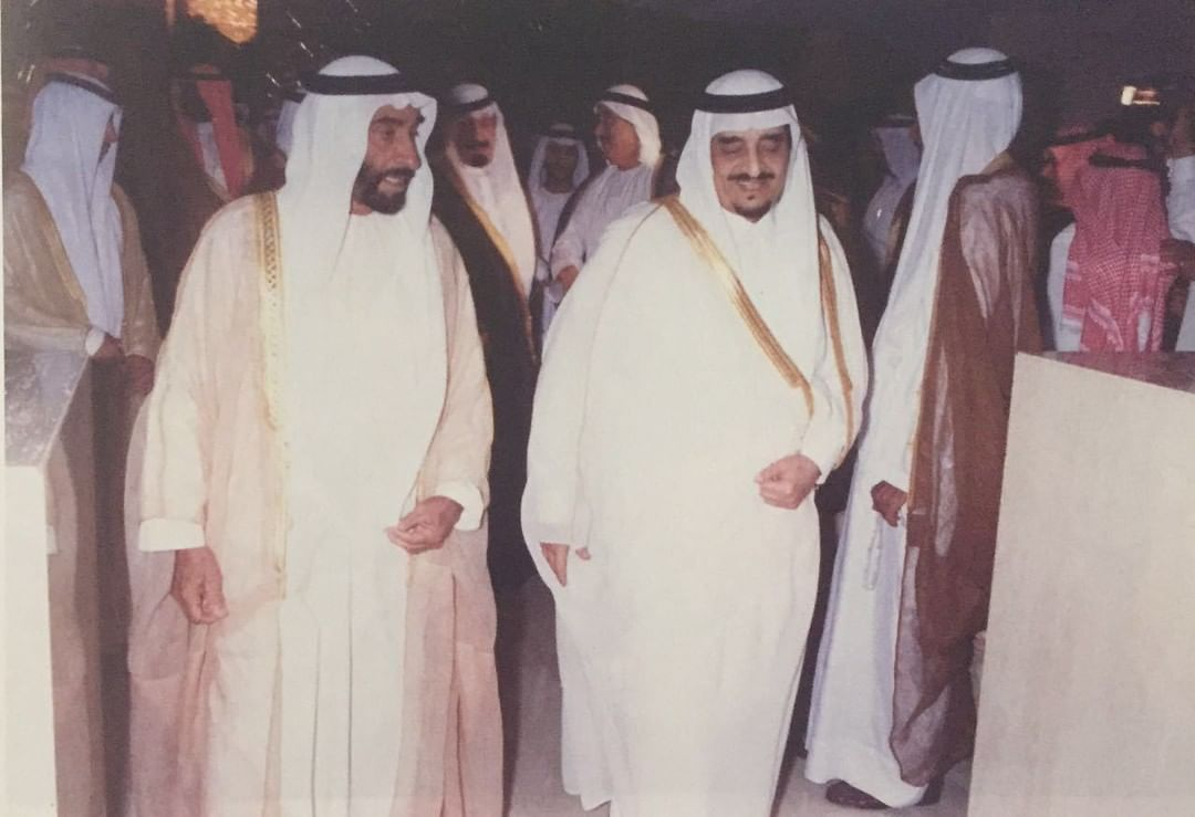 الفهد يستقبل الشيخ زايد آل نهيان رئيس دولة الإمارات العربية المتحدة في الرياض عام 1411هـ / 1990 م