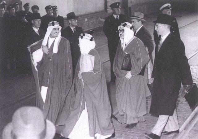 الفهد في سان فرانسيسكو لدى مشاركته مع وفدالمملكة العربية السعودية لتوقيع ميثاق الأمم المتحدةعام 1364هـ /1945م